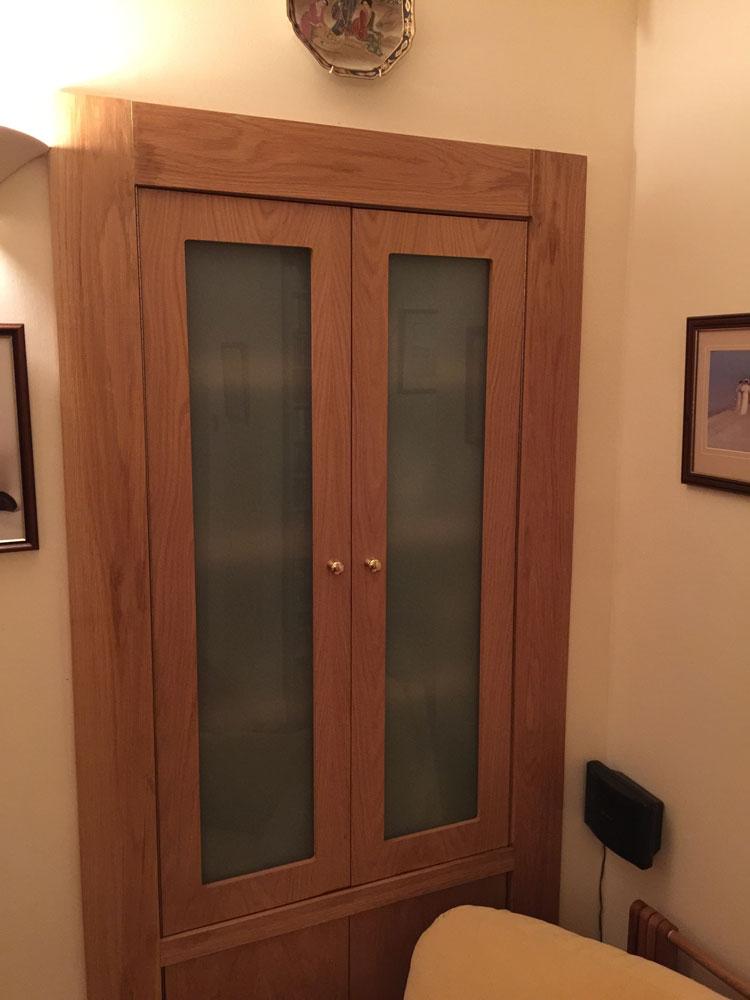 Alcove with glazed doors