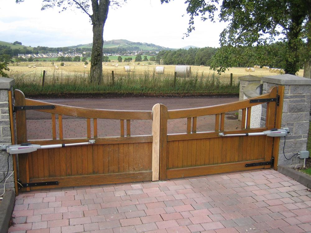 Oak gate repair