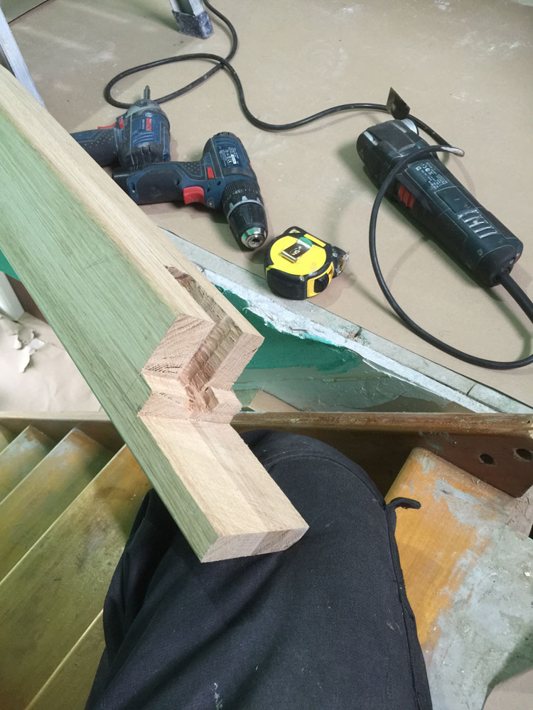 Oak newel joint